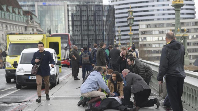 Una acera del puente de Westminster fue el blanco del ataque.