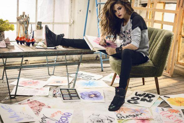 Selena Gómez, la 'it girl' de Adidas 2b33f1f9078a475e92c6f8a0efa8f5e9.jpg