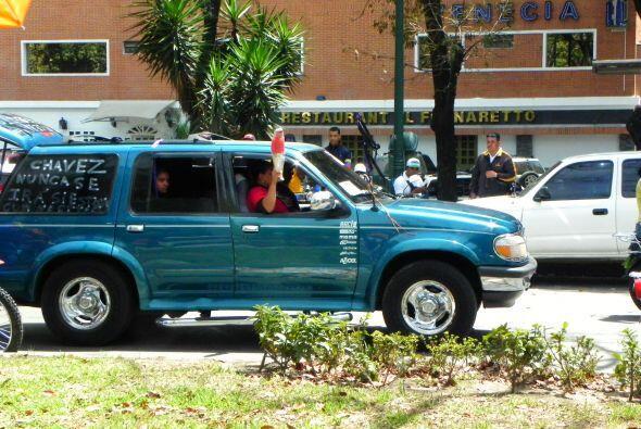 Miles de venezolanos viajaron hasta la capital para ver el féretro de Ch...