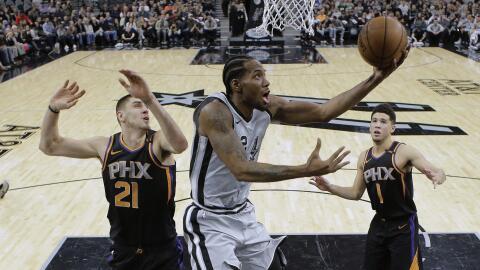 Leonard tuvo 21 puntos y tres rebotes en 29 minutos contra Phoenix.