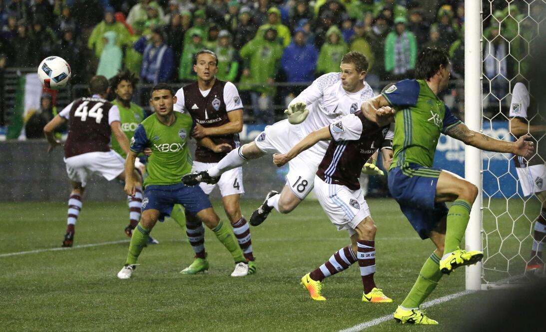 Los colores del fútbol en Seattle en la MLS AP_16328223130821.jpg