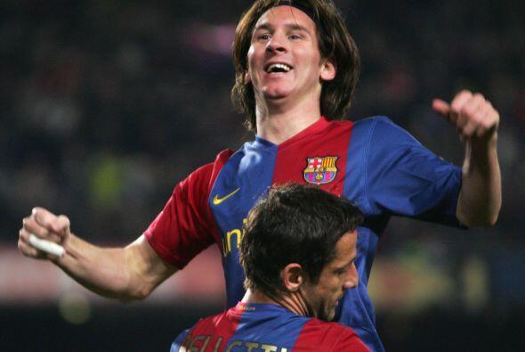 Van Nistelrooy abrió el marcador y Messi empató; el holandés volvió a ad...