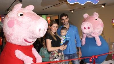Ariadne Díaz y Marcus Ornellas inauguran una sala de juegos infan...