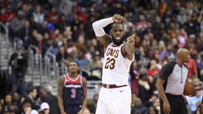 1- LeBron James registró su tercer triple doble consecutivo y los...