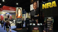 El stand de la Asociación Nacional del Rifle (NRA) durante la Conferenci...