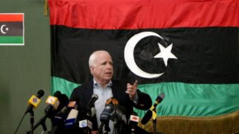 John McCain en Libia