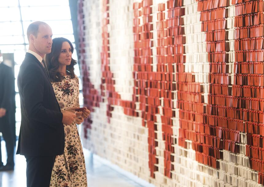 Tanto William como Kate dejaron un mensaje en la pared que consigna las...