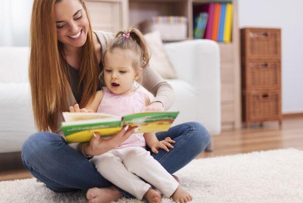 Lee lentamente y dale tiempo a tu pequeña para que mire las ilustracione...