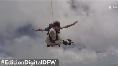 Mujer celebra su cumpleaños 102 haciendo paracaidismo y otras tendencias en la red