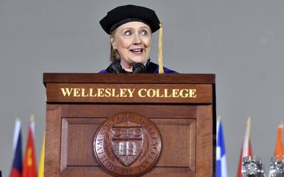 Es el tercer discurso de graduación que pronuncia Clinton desde s...