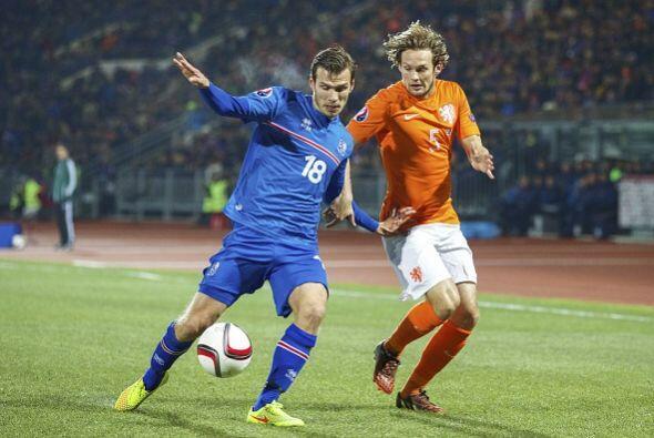 El siguiente rival, apenas tres días después, fue Islandia. Holanda salt...