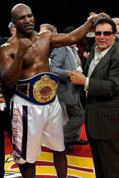 "Con este resultado, ""The Real Deal"" Holyfield (43-10-2, 28 nocauts), se..."