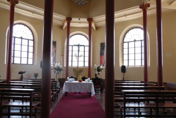 Dentro del monumento incluso hay una capilla para rezarle al presidente.