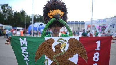 ¡Qué duelo! México goleó a Alemania en la fiesta de mejores atuendos entre sus fanáticos