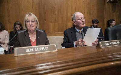 La demócrata Patty Murray y el republicano Lamar Alexander plante...