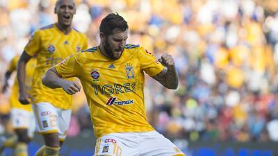 Doblete de Gignac para vencer a Querétaro
