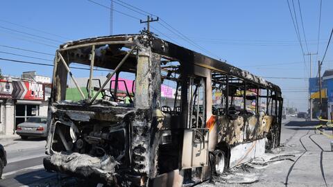 Presuntos criminales han quemado decenas de automóviles para bloq...