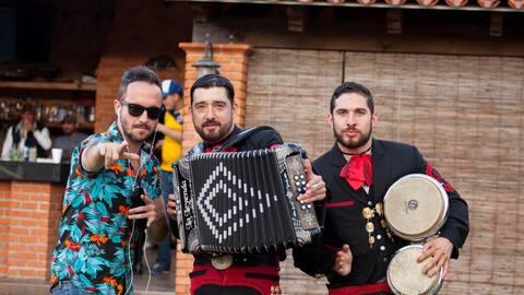 La Leyenda y Los Claxons unieron su talento a través del tema 'Cr...