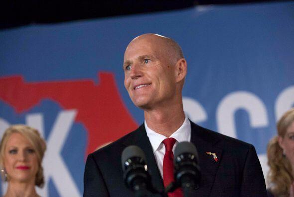 El republicano Rick Scott sonríe durante su discurso de agradecimiento t...