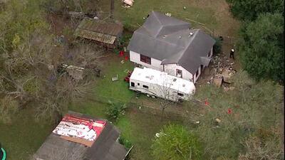 Dos trabajadores murieron aplastados al colapsar una vivienda en la que...