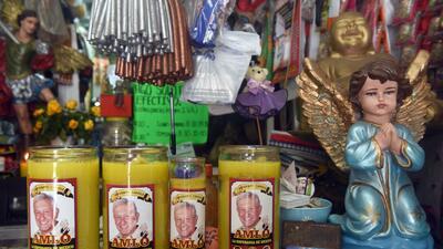 📷 AMLO en salsas, peluches y veladoras: las tres campañas de López Obrador en objetos