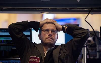 Un corredor de la Bolsa de Nueva York al cierre de la jornada del 5 de f...