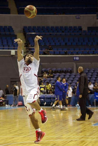 Manny Pacquiao sigue cumpliendo su sueño de ser basquetbolista profesion...