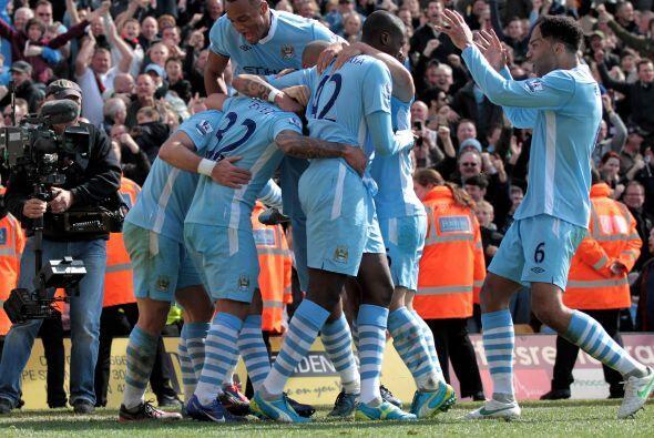 Todo el equipo corrió a festejar, sabiendo la importancia de esta victoria.