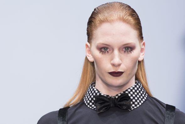 Vero Díaz, fue otra diseñadora que eligió los colores oscuros y sobrios...