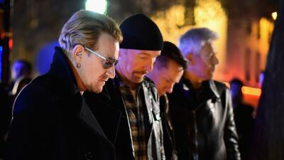 El grupo U2 durante vigilia en París