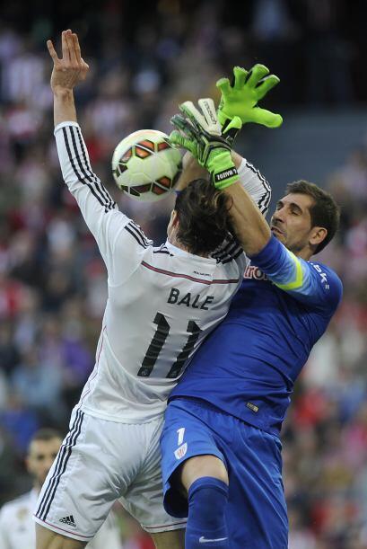 Bale fue de los pocos que mostró actitud por ir a todas y en esta acción...