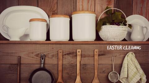 Utensilios de cocina ordenados decorativamente.