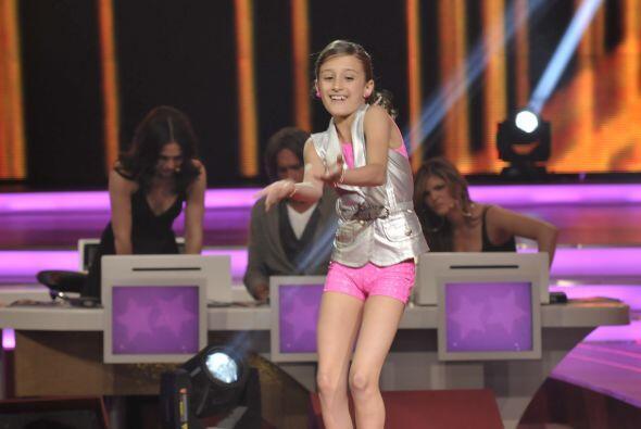 Nicole bailó al ritmo de música pop.