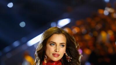 """Irina y otras modelos embarazadas que """"ocultan"""" sus pancitas en el Victoria's Secret Fashion Show"""