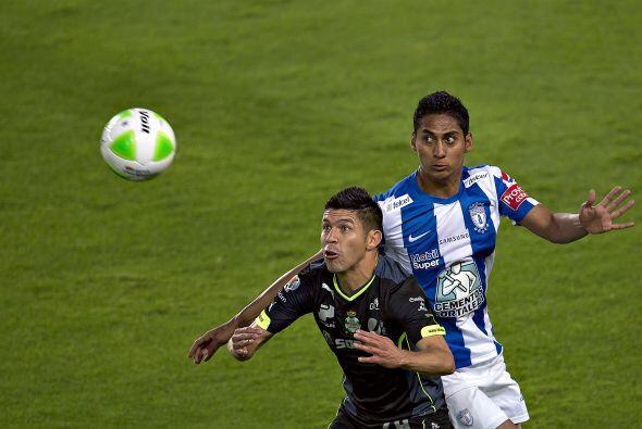 Hugo Rodríguez (8): No dejó respirar a Oribe Peralta. El defensa de Sant...