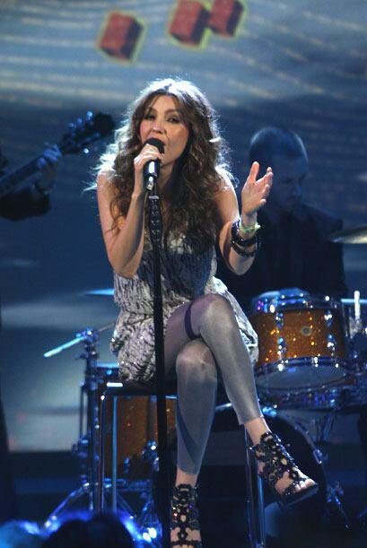 La cantante mexicana interpretó su tema 'Manías'.
