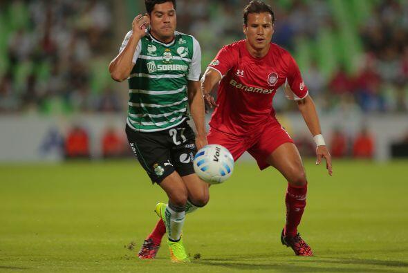Con Javier Orozco tiene dos posibilidades, o hacerlo jugar como poste re...