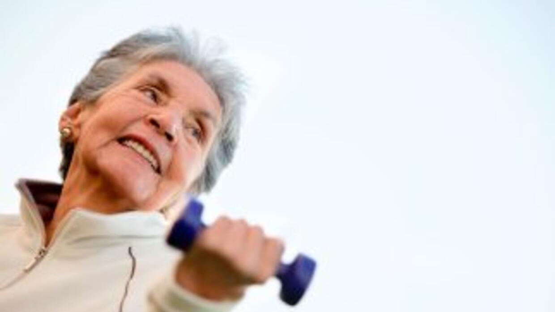 El ejercicio ayuda a mantener la movilidad, la fuerza muscular y el bala...