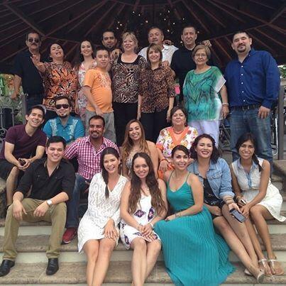 Una foto digna de compartir. La familia paterna de Ana que viajó para es...