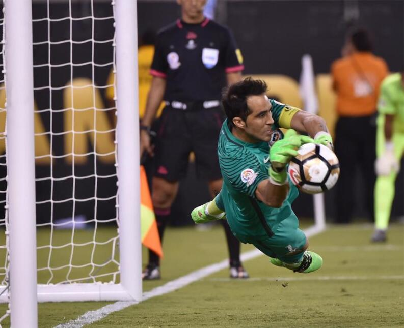 Claudio Bravo denied Lucas Biglia in penalties