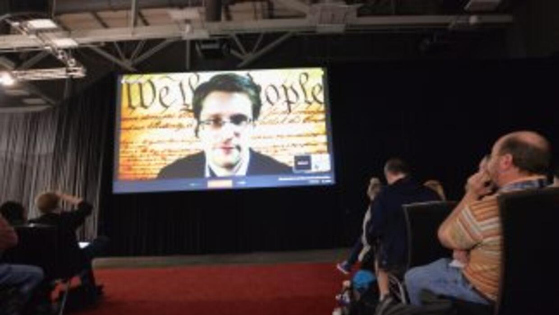 Snowden se dirigió a los asistentes a la conferencia a través de una com...