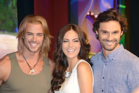 El productor Salvador Mejía presentó a su elenco encabezado por Ximena N...