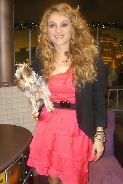 La cantante siempre lleva consigo a su perrita Carlota.