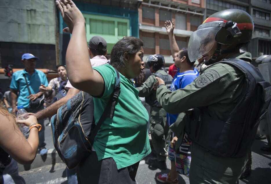 El hambre se vuelve protesta en Venezuela y llega a escasos metros del p...
