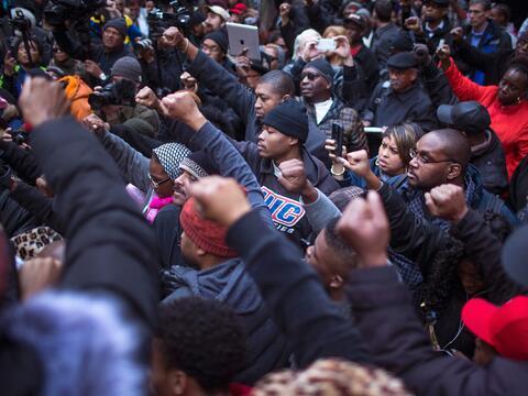Continúan las protestas en Chicago por el manejo del caso de Laqu...