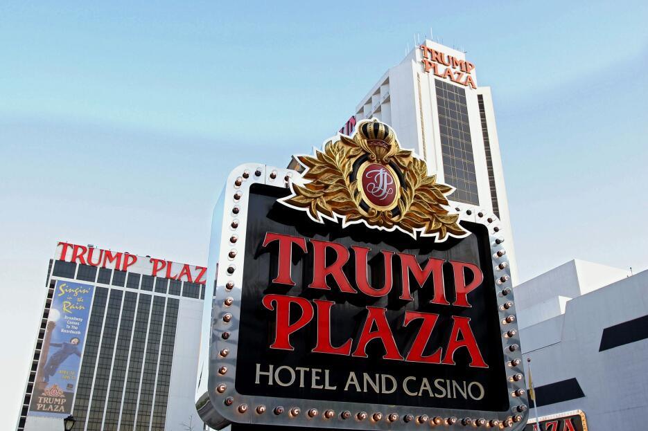 Aquí yacen los restos del difunto Trump Plaza en Atlantic City trump_pla...