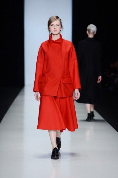 ¡Para este inverno, vestir totalmente en rojo está permitido! Utiliza un...