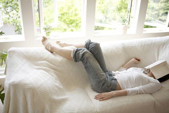 Pies arriba: Si sientes mucho cansancio en piernas y pies tómate 10 minu...