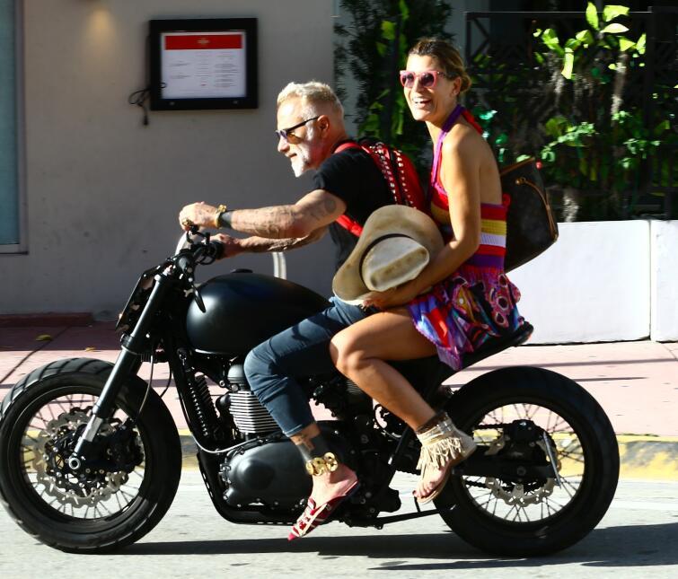 A.riadna Gutiérrez se paseó por Miami con el millonario Gianluca Vacchi.