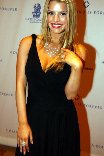 En Las Vegas presumiendo sus joyas, ya casada con Nick Lachey, en febrer...